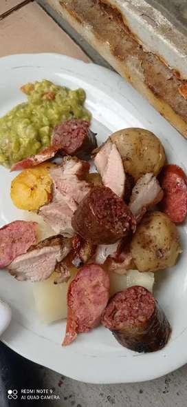 Solicito cocinera  cocina colombiana