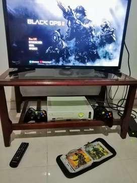 Xbox 360 versión 3.0 con dos controles
