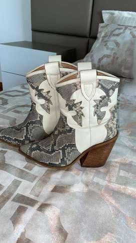 se venden botas como nuevas . excelente precio 180.000