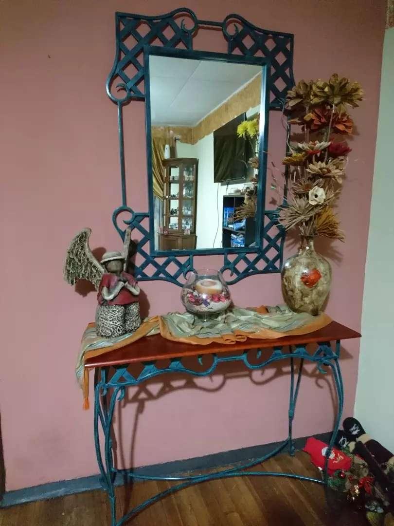 Recibidor de hierro forjado y madera con espejo 0