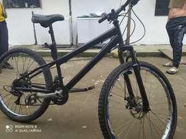 Vendo Bicicleta Negra GTI