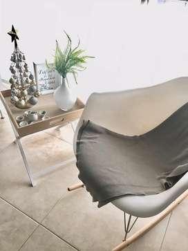 Mecedora Eames + Mesa Arrime Nordica