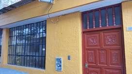 Alquiler Casa En Av. Loreto Centro de Piura. 4 habitaciones con baño, salón, estacionamiento, cocina, lavandería.