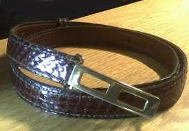 Cinturones de cuero vintage