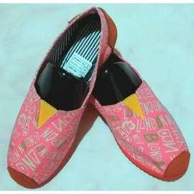 zapatillas suela roja con estampado rosado talla 36 y 38 con envio gratuito