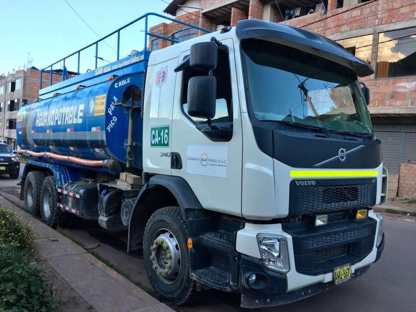 Cisterna Agua Volvo 5,000 gls.