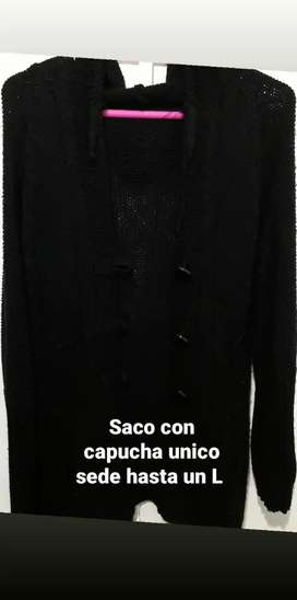 Saquito con capucha de lana