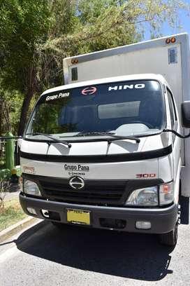 Alquilo Camión Hino 5Tn. con Rampa - Mensual