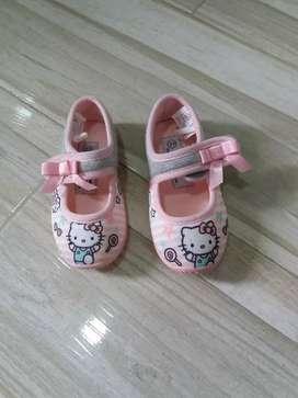 Zapatos Hello Kitty de niña. Nuevos