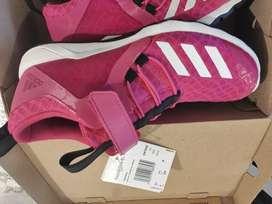 Zapatilla Adidas RapidaFlex talla 36 a 100 soles