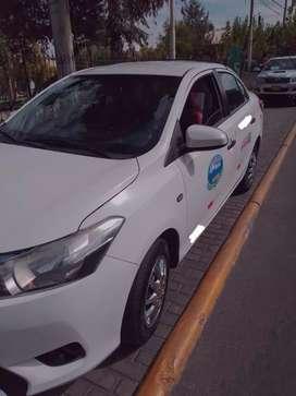 Auto Toyota Yaris con setare
