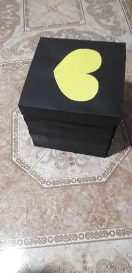 Cajas decorativas entre otras