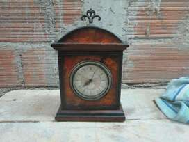 Reloj De Mesa Estilo Antiguo,no es Antiguo.