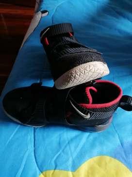 Zapatos Nike Jordan para niño talla 33