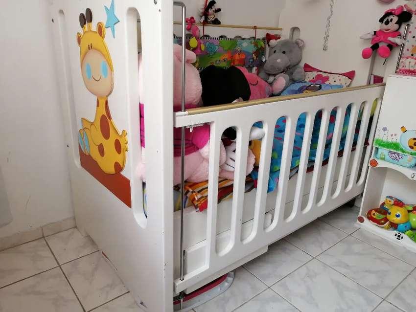 Hermosa cama cuna con mueble cambiador bebe niño niña 0