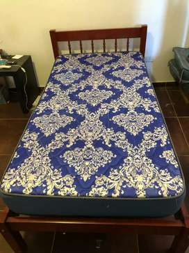 Vendo cama  plaza y media ( sin colchón )