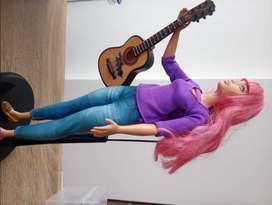 Muñeca Barbie con guitarra