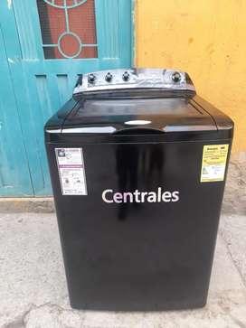 Vendo lavadora centrales tapa vidrio de 28 lb totalmente funcional