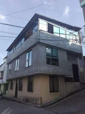 Vendo casa de 3 plantas, con renta... Excelente ubicación, esquinera con Terraza