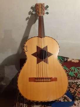 Guitarron nuevo marca GRANIZO 300 dólares