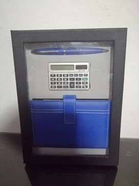 Se vende kit de libreta, lapicero y calculadora nuevo