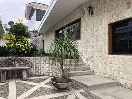 Venta Majestuosa Casa en Sector Lomas de Urdesa, norte de Guayaquil