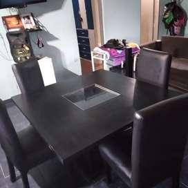 Mesa y silla en buen estado