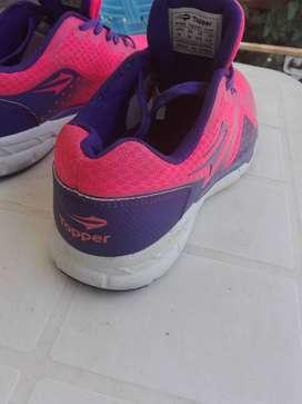 SUPER OFERTA: Zapatillas TOPPER talle 39 - SIN USO