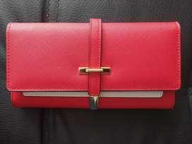 Billetera de cuero rojo elegante marca cluci