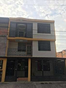 Casa con 3 apartmentos oportunidad de negocio