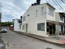 Casa con 2 aptos y local cerca a Univ. Cooperativa. Oportunidad de inversión (3 arriendos)