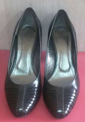VENDO ZAPATOS COLOR NEGROS TALLA 38.5