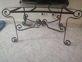 Se vende mesa en hierro forjado