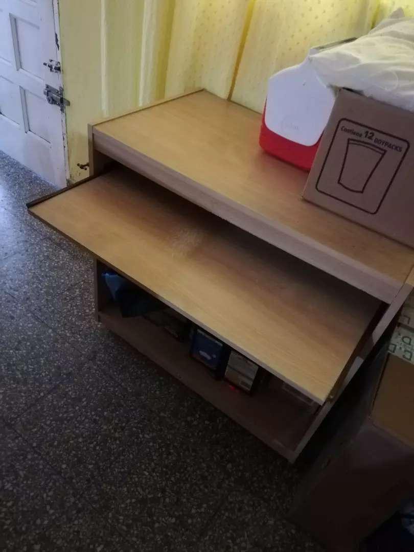 Vendo mueble de computadora 0