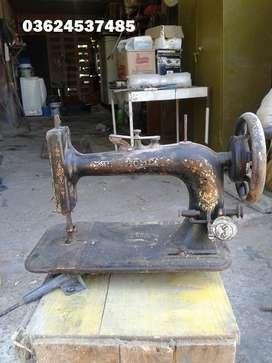 Antigua maquina de coser New Home