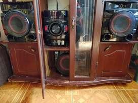 Equipo de sonido LG. Con tres bafles Bluetooth y doble usb