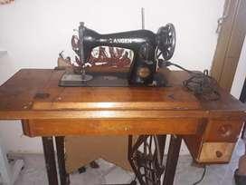 Maquina de coser en excelente  estado