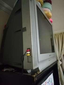 se vende tv SAMSUNG de 29 pulgadas en bn estado y muy bna imajen