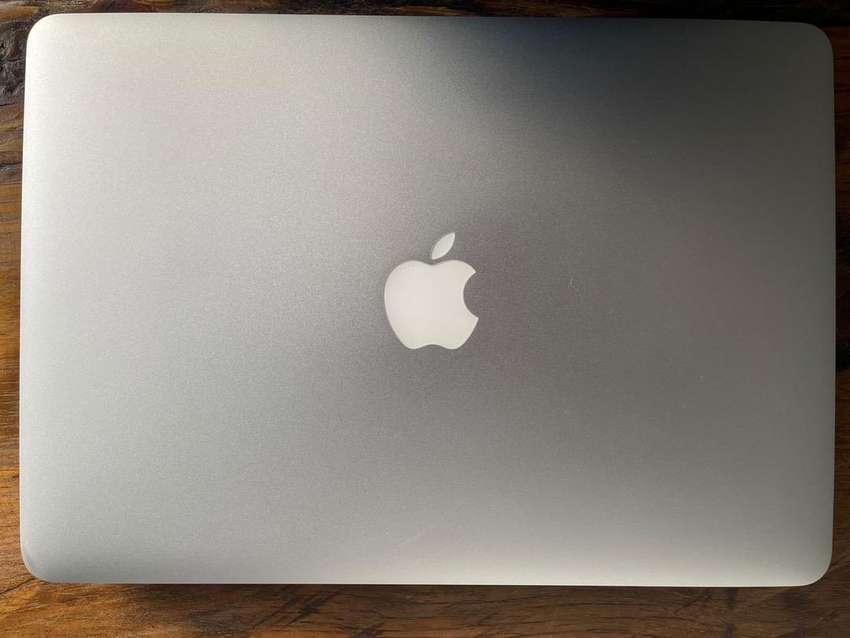 Súper Oportunidad!! MacBook Air 2015 en perfecto estado 10/10. Solo un año de uso, batería en óptimo estado.