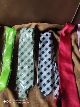 Corbatas nuevas y usada