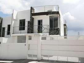 Casa de venta dentro de urbanización privada cerca a Urabá