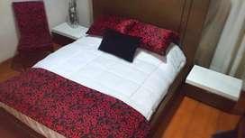 Base cama con cabezal queen.