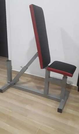Silla multifuncional para rutina de ejercicios.