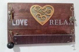 Organizador porta llaves artesanal en madera recuperada