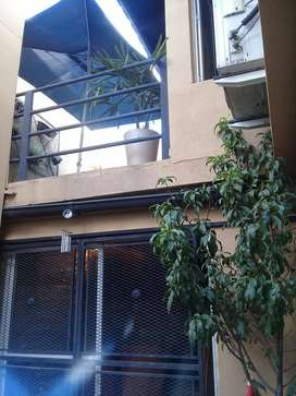 hermosa casa 2 plantas + dos deptos en La reja.