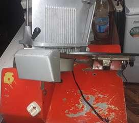 Vendo cortadora de fiambre grande en buen estado de marca