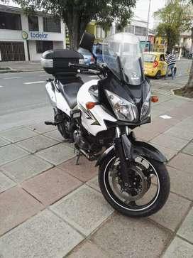 Vendo hermosa moto V-strom 650 en muy buen estado