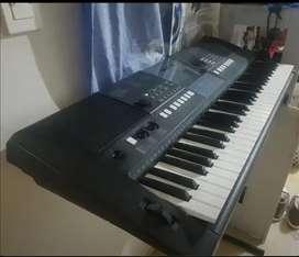 Piano Yamaha PSR E423 En buen estado