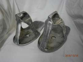 Estribo en aluminio x 2 unidades estilo sandalia , 3 lineas precio x c/u