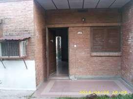 Dueño Alquila casa 3 dormitorios con patio